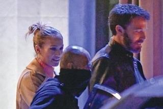 """""""Jennifer Lopez e Ben Affleck non si nascondono più"""", i Bennifer condividono la stessa camicia"""