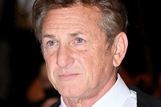 """Sean Penn blocca la serie Gaslit: """"Non torno sul set finché non sono tutti vaccinati"""""""