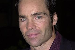 Morto l'attore Jay Pickett, il decesso sul set a soli 60 anni