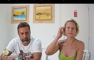 """A Scherzi a Parte Antonella Elia """"tradita"""" da Pietro Delle Piane: 'Sei bisessuale?'"""