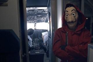 """La Casa di Carta 5 contro gli spoiler: i 100 peggiori spoileratori """"rinchiusi"""" su un aereo in volo"""