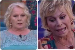 """GFVip, Carmen Russo e Katia Ricciarelli continuano a litigare nella notte: """"Sei una st**nza"""""""