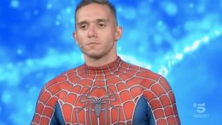 A Tu sì que vales Mattia Villardita: Spiderman che porta il sorriso ai bambini malati in ospedale