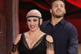 Arisa si scatena a Ballando con le stelle e conquista il primo posto nella prima puntata