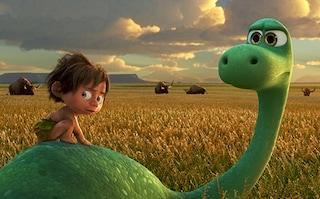 """Pixar celebra 20 anni di amicizia nel nuovo promo de """"Il viaggio di Arlo"""""""