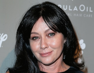 """I 45 anni di Shannen Doherty: da """"Beverly Hills 90210"""" alla lotta contro la malattia"""