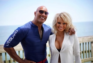 """Pamela Anderson nel remake di Baywatch, The Rock: """"Non potevamo fare il film senza di te"""""""