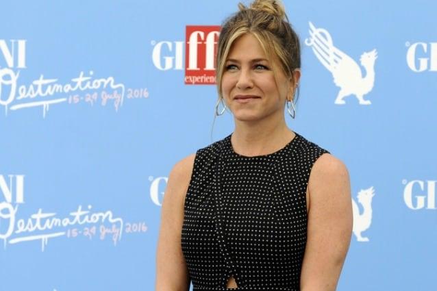 """Jennifer Aniston ai ragazzi del Giffoni Film Festival: """"Spegnete i pc e parlate tra voi"""""""