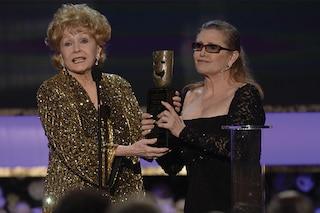 """""""Adesso sono insieme"""", Debbie Reynolds muore due giorni dopo la figlia Carrie Fisher"""