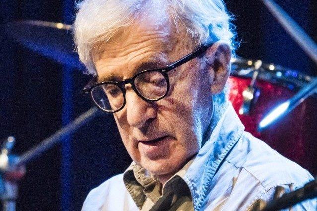"""""""Woody Allen è un misogino ossessionato dalle minorenni"""": gli appunti privati scatenano l'accusa"""