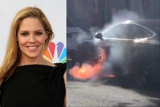 La Tesla del marito va a fuoco, l'attrice Mary McCormack denuncia con un video sui social