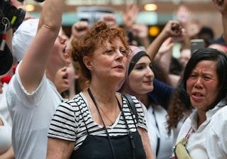 Susan Sarandon arrestata durante una manifestazione di protesta contro Donald Trump