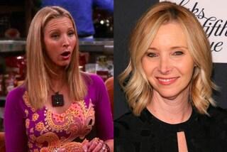 """Buon compleanno a Lisa Kudrow, la strampalata Phoebe di """"Friends"""" compie 55 anni"""