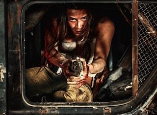 """Arriva al cinema """"Hostile"""", il survival horror ambientato sulla Terra abitata da mostri notturni"""