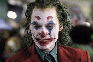 """Caos per """"Joker"""" con Joaquin Pheonix: le comparse si ribellano e urinano sul set"""