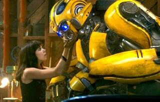 """Sbarca al cinema """"Bumblebee"""", lo spin-off di """"Transformers"""" con Hailee Steinfeld e John Cena"""