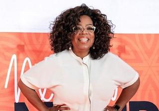 """I 65 anni di Oprah Winfrey, dall'esordio ne """"Il colore viola"""" a regina dei media americani"""