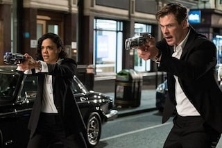 Men in Black: International, il nuovo trailer. Chris Hemsworth combatte gli alieni anche in Italia