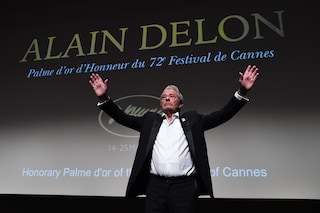 "Alain Delon in lacrime riceve la Palma a Cannes 2019: ""La fine della mia carriera e della mia vita"""