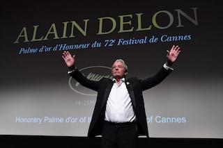 """Alain Delon in lacrime riceve la Palma a Cannes 2019: """"La fine della mia carriera e della mia vita"""""""
