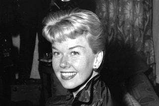 """Doris Day è morta a 97 anni, addio all'attrice e cantante che fu la """"fidanzata d'America"""""""