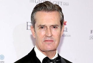 I 60 anni di Rupert Everett, il divo inglese con Oscar Wilde e William Shakespeare nel DNA