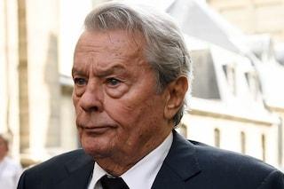 """Cannes 2019. Femministe contro Alain Delon, lui: """"Non si può contestare la mia carriera"""""""