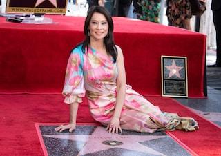 """Lucy Liu sulla Walk of Fame: """"Chiunque si senta un estraneo può prendere il suo posto tra le stelle"""""""
