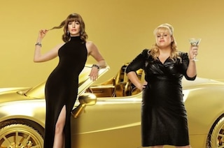 "Anne Hathaway e Rebel Wilson truffatrici squattrinate in ""Attenti a quelle due"" di Chris Addison"