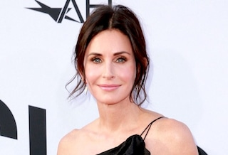 "Auguri a Courteney Cox, l'indimenticabile Monica di ""Friends"" compie 55 anni"