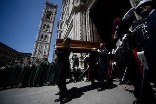 Funerali di Franco Zeffirelli, un migliaio di persone per l'ultimo saluto al grande regista