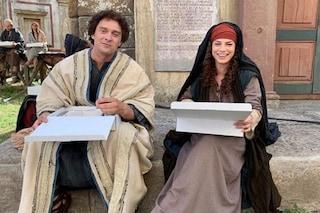 """Emma Marrone e Claudio Santamaria sul set, la prima foto da """"I migliori anni"""" di Gabriele Muccino"""