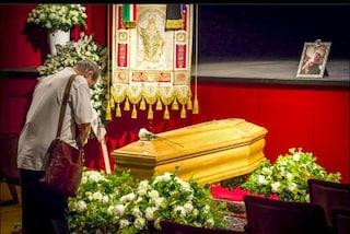 Addio a Valentina Cortese, l'ultimo saluto alla camera ardente al Piccolo teatro Grassi di Milano