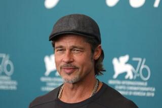 Anche Brad Pitt scende in piazza per George Floyd tra le vie di Los Angeles