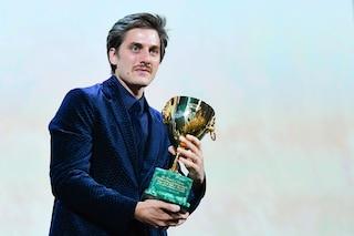"""Luca Marinelli vince la Coppa Volpi per """"Martin Eden"""" a Venezia 2019"""