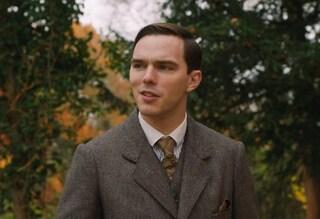 """Nicholas Hoult è """"Tolkien"""", autore de """"Il Signore degli Anelli"""", nel biopic di Dome Karukoski"""