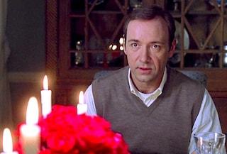 """""""American Beauty"""", il cult d'esordio da 5 Oscar di Sam Mendes, usciva 20 anni fa"""