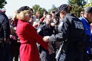 Jane Fonda arrestata di nuovo per aver manifestato per il clima, con lei anche Sam Waterston
