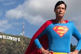 """Morto Christopher Dennis, il """"Superman di Hollywood"""" trovato senza vita a 52 anni"""