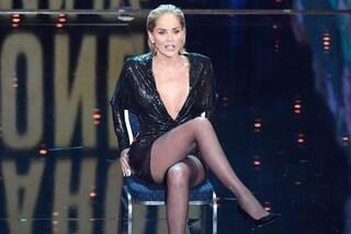 """Sharon Stone accavalla di nuovo le gambe: """"Sono donna dell'anno, ma un tempo ero solo un gioco"""""""