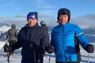 Arnold Schwarzenegger e l'89enne Clint Eastwood sciano insieme: la foto sulla neve è virale