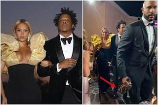 Beyoncé e Jay Z si portano lo champagne da casa, la foto diventa virale dopo i Golden Globe