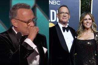 """Le lacrime di Tom Hanks ai Golden Globe 2020: """"Ho una moglie fantastica e dei figli coraggiosi"""""""