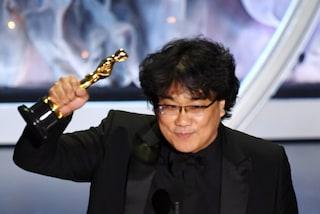 """Oscar 2020, Bong Joon-ho miglior regista: """"Vorrei una motosega per poterlo condividere"""""""
