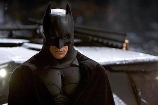"""Il Cavaliere Oscuro, a 15 anni da """"Batman Begins"""" ecco il ritorno della trilogia di Cristopher Nolan"""