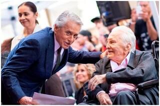 Kirk Douglas non lascia nulla al figlio Michael, 50milioni di eredità andranno in beneficenza