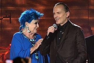 """Miguel Bosè sulla morte di mamma Lucia: """"Ti portiamo nel cuore, un bacio dalla famiglia intera"""""""