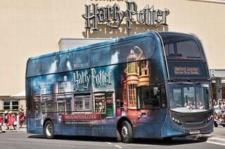 """Londra, i bus di Harry Potter trasportano i medici al lavoro contro il coronavirus: """"È una magia"""""""
