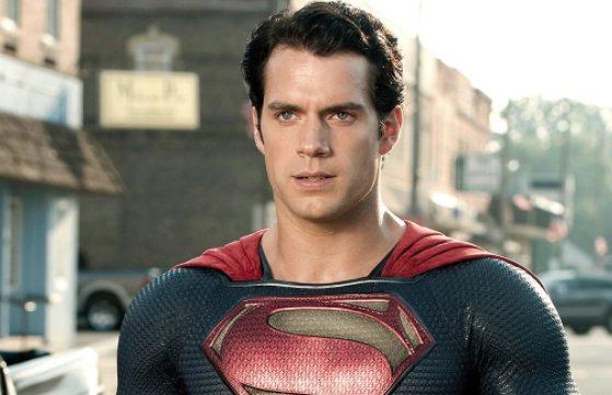 Henry Cavill tratta per tornare Superman nel DCEU