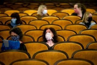 """I cinema non riaprono, gli esercenti: """"Immotivato l'obbligo della mascherina nelle sale"""""""